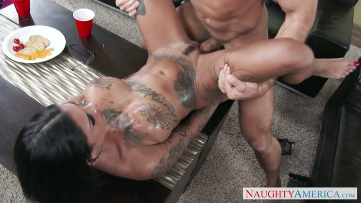 Very horny inked digger Bonnie Rotten screws like a sex devil