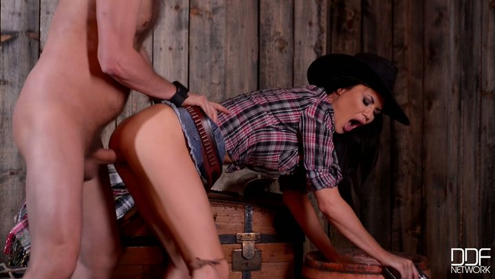 Cowgirl with monster juggs Jasmine Jae screws her detainee