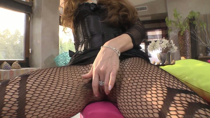 Puzzling Euro prostitute in fishnets babbles prior to sucking gigantic dick
