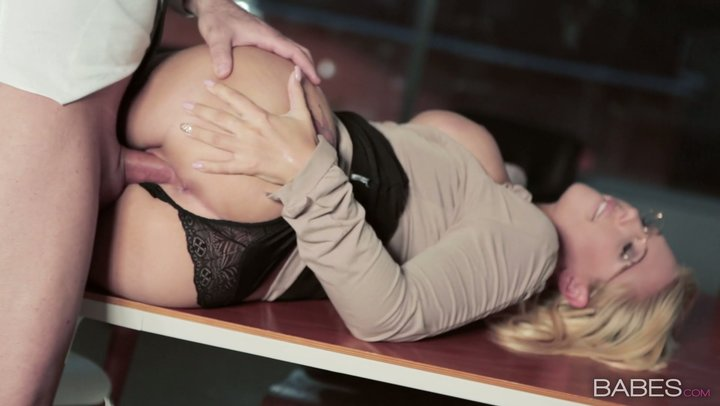 Surprising office prostitute Kyra Hot lures her associate