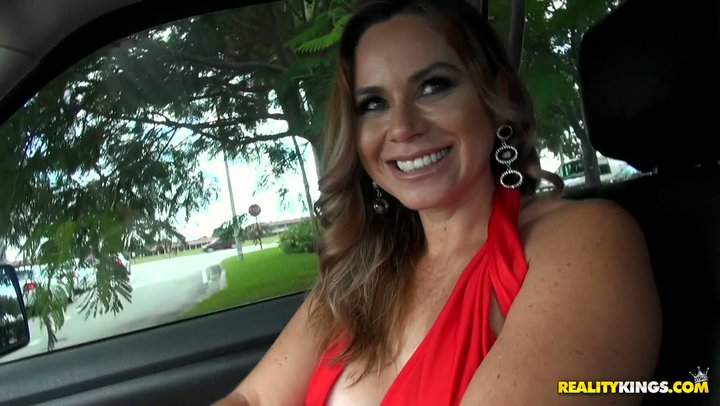 Fat heap of money is the most ideal approach to talk extravagant MILF Gabriela into filthy sex