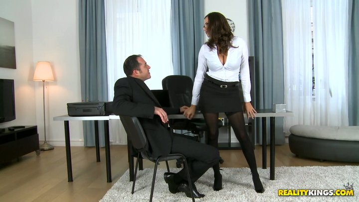Woman manager with beast bends Sensual Jane screws her arrogant subordinate