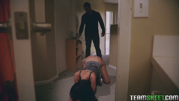 Breathtaking housewife Gia Paige screws neighbor while hubby's grinding away