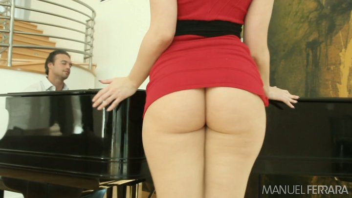 World renowned PAWG Alexis Texas treats her piano player BF with her VIP goods