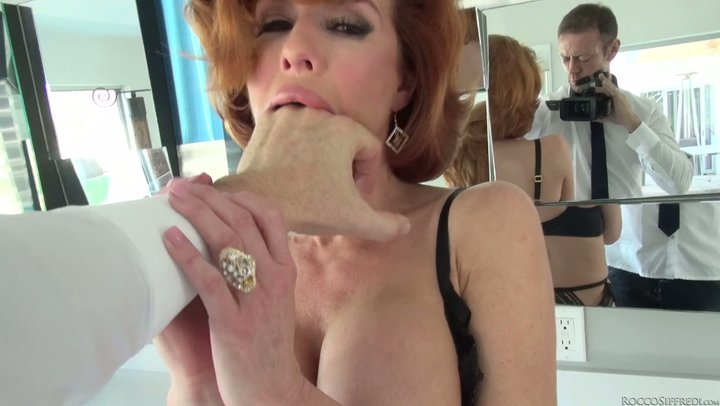 Merciless fingering for hungry openings of breathtaking redhead MILF Veronica Avluv